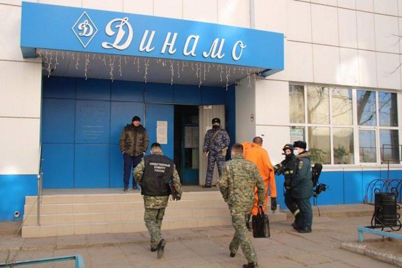 Ядовитая вода: в Астрахани десятки людей отравились в бассейне