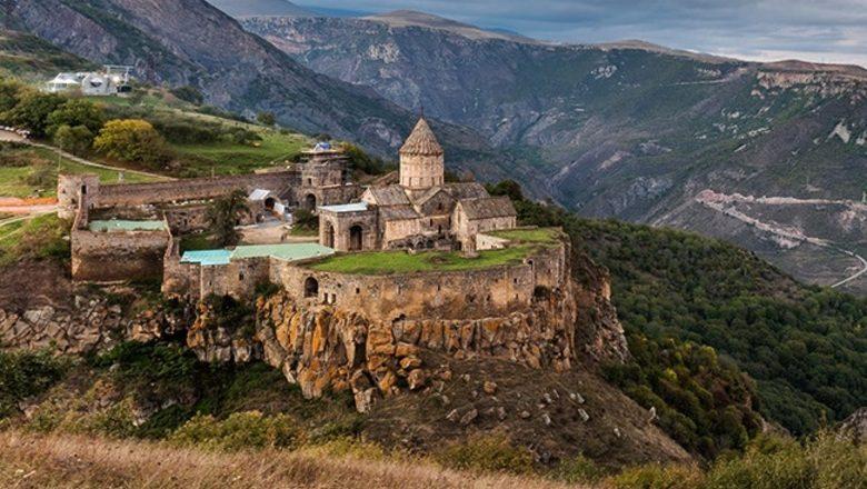 В Нагорном Карабахе нарушен режим прекращения огня. Об этом сообщили Минобороны России и глава Азербайджана