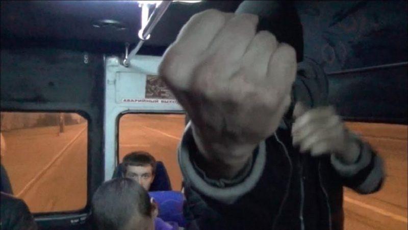 «Выйдем поговорим!»: в Тюмени пассажир вызвал водителя автобуса на «разборки» после извинений