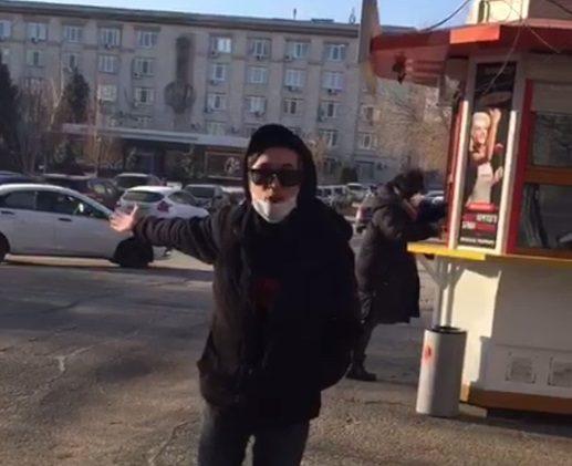 «Заплатила свои жалкие 140 рублей и теперь королева?»: конфликт таксиста с пассажиркой сняли в Волгограде