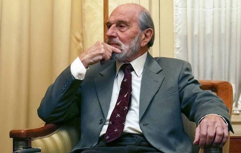 Умер легендарный британский разведчик, который 20 лет шпионил на русских только по одной причине