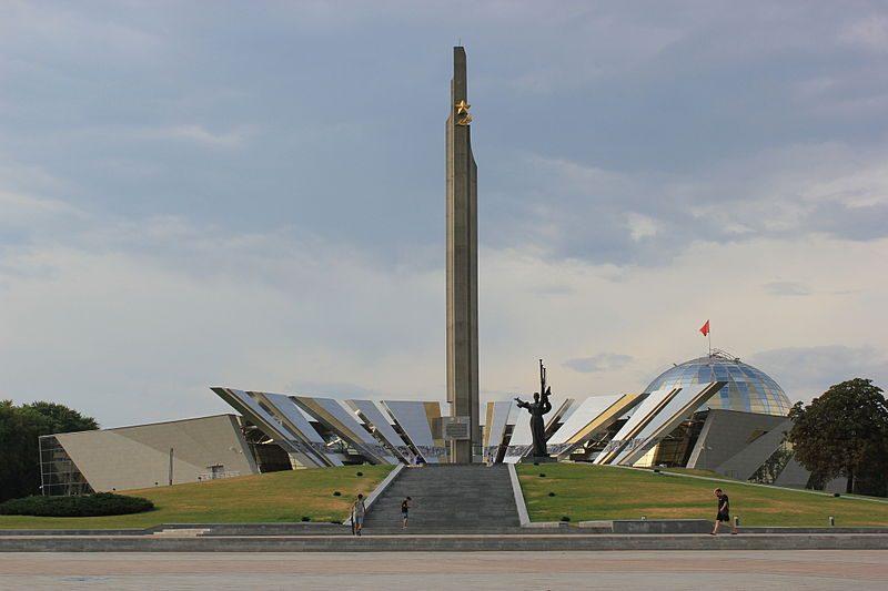 Куда повернет Белоруссия: после Украины и Прибалтики у перестройщиков истории ВОВ появилась новая цель