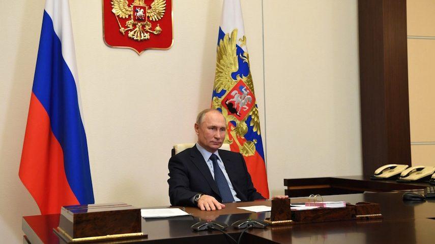 Уже не масштабная: Путин поручил начать массовую вакцинацию россиян от коронавируса