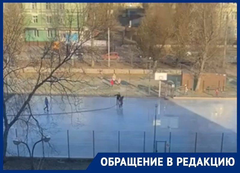 Мэрия Воронежа пожертвовала бесплатной спортплощадкой ради платного катка