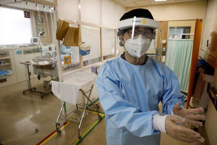Японцы предупреждают о риске стать «лежачим» после легкой формы COVID-19