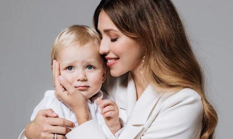 «Полетай в экономе с ребенком на руках»: на Регину Тодоренко ополчились подписчики