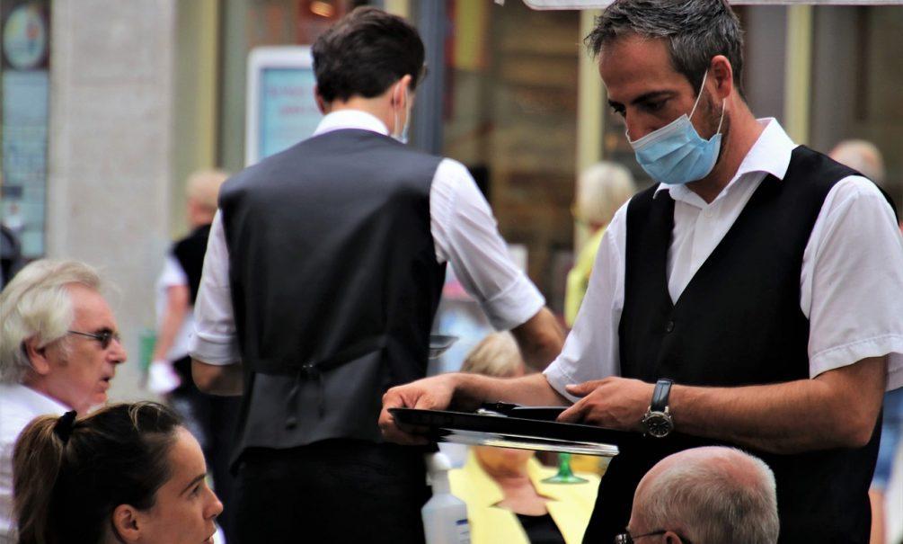 Закручивают гайки: столичные кафе и бары могут оштрафовать из-за фото и видео в соцсетях