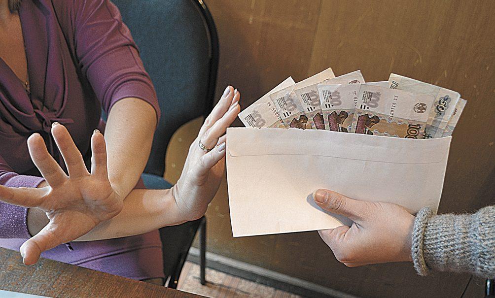 Конец зарплате в конвертах? Власти взяли наличные расчеты под жесткий контроль