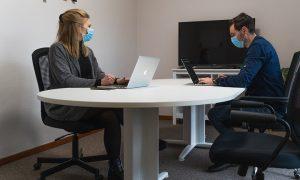 Ученые составили инструкцию, как разговаривать с больным коронавирусом и не заразиться