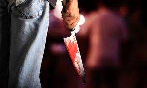 В Санкт-Петербурге гуляющий мужчина ударил девочку ножом и спокойно пошел дальше