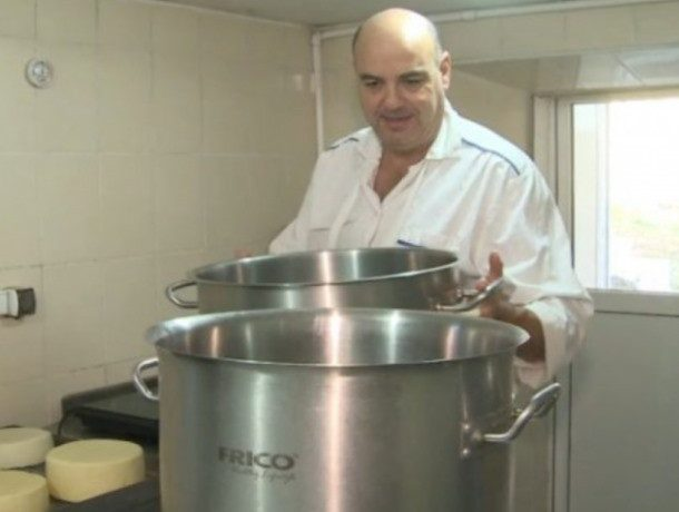 От 1000 евро за килограмм: самый дорогой в мире сыр делает француз в Молдове