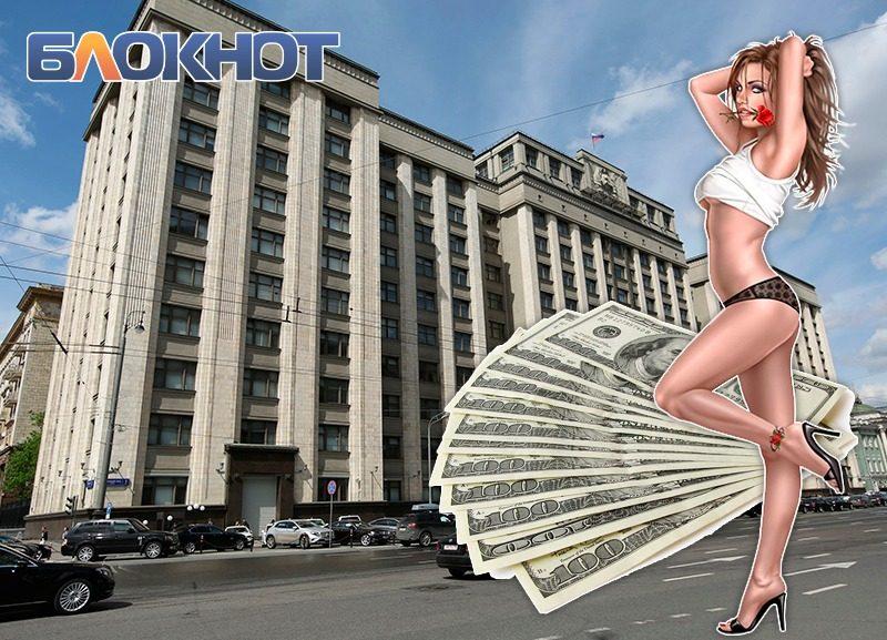 Пусть проститутки платят налоги: Госдуме предложили легализовать интим-услуги