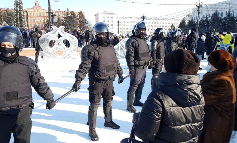 В России начались акции в поддержку Навального. Полиция задерживает участников