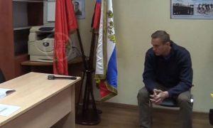Суд над Навальным состоялся прямо в отделе полиции. Судья вынесла решение