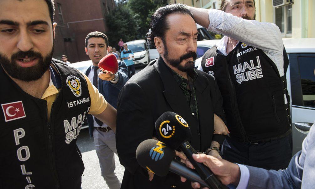 """Турецкого владельца """"котят""""-секс-рабынь и проповедника отправили в тюрьму на 75 лет"""