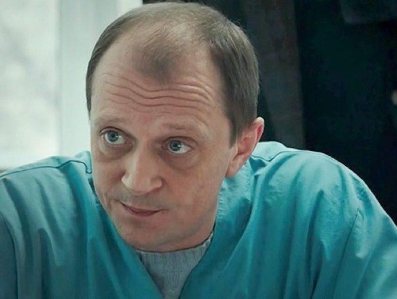 Популярного актера российских сериалов нашли мертвым за рулем автомобиля на дороге
