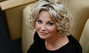 «С трясущимися руками, с безумными глазами»: экс-депутат Госдумы Максакова тайно вернулась в Россию