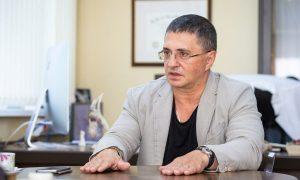 «Меня терзают смутные сомнения»: доктор Мясников высказал «крамольную» мысль насчет природного происхождения коронавируса