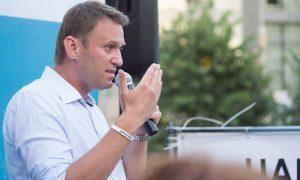 «Выбрал путь сакральной жертвы»: политологи рассказали, как будут развиваться события после задержания Навального