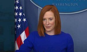Женщина-анекдот: пресс-секретарь Белого дома Джен Псаки вышла к журналистам с двумя масками