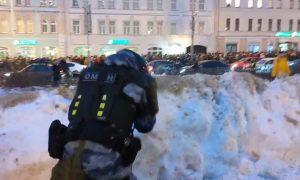 Первые пошли: за нападение на полицейских на акции за Навального возбуждены уголовные дела