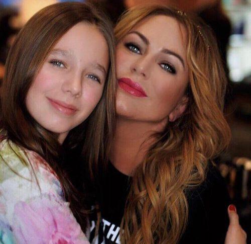 Подруга Юлии Началовой прокомментировала слухи о тайном ребенке певицы