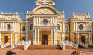 Эксперты нашли самый дорогой продаваемый дворец страны. И он, возможно, принадлежит сыну главы Росгвардии