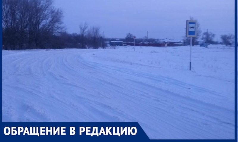 Автобусов не будет, остаемся дома: неочищенные дороги отрезали от школы детей из ростовских хуторов
