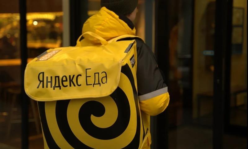Яндекс.Еда вступилась за оскорбленного курьера после скандала