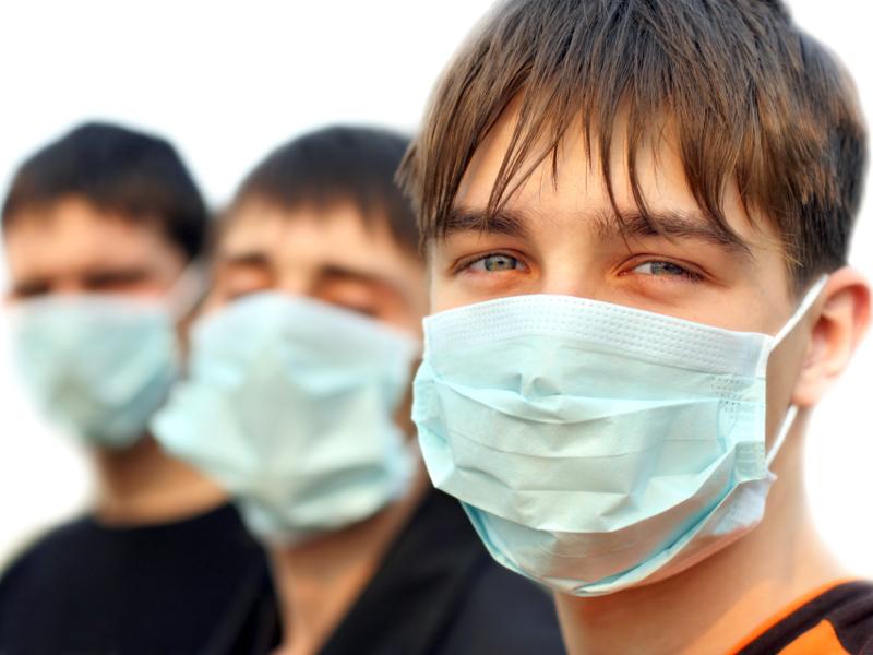 Нас отбросит к началу второй волны: Сбербанк и Голикова предсказали всплеск коронавируса в РФ