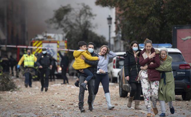 Мощный взрыв в Мадриде разнес жилой дом. Есть погибшие