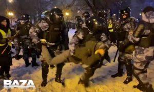 Насилием отвечают на насилие: в Москве продолжаются жесткие задержания протестующих