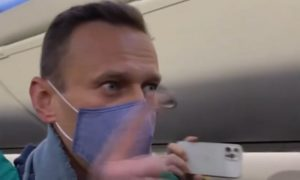 Навальный из самолета: «Меня арестуют? Это невозможно!»