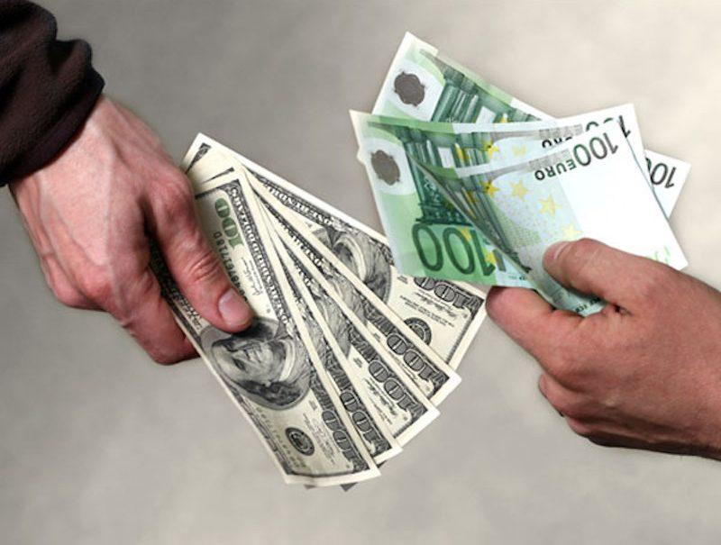 Эксперты подсказали россиянам, в какой валюте хранить сбережения в 2021 году. И это не доллар