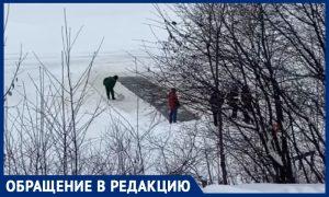 МЧС в Москве уничтожили прорубь «моржей». Любители ЗОЖ возмущены