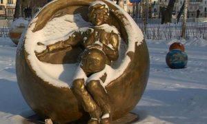 Челябинцы требуют снести памятник «глубоко беременной» Терешковой за 27 млн рублей