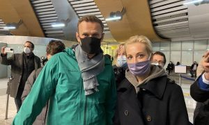 Задержание Навального в Шереметьево было снято на видео