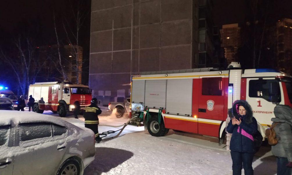Женщина с дочерью молила в соцсетях о помощи, но пожарные не успели спасти их в Екатеринбурге