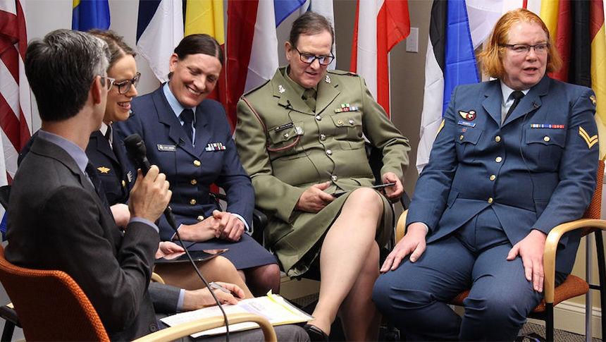 Трансгендерам в США снова разрешат служить в армии