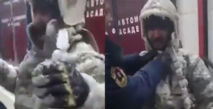 В Якутии пожарные при –50 раздеваются с помощью топора