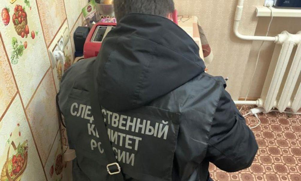 Крымчанин, обезумев от ковида, убил маленького сына. Сначала он потренировался на собаке
