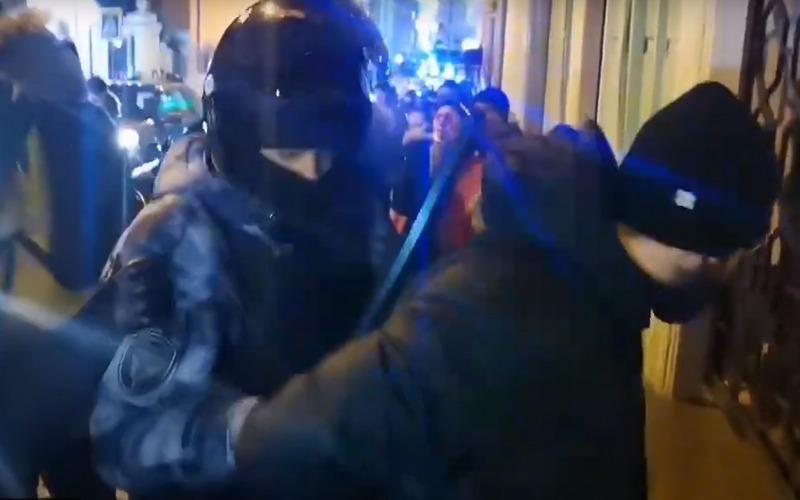 Стал известен пароль, по которому полиция узнает своих коллег под прикрытием на акциях протеста
