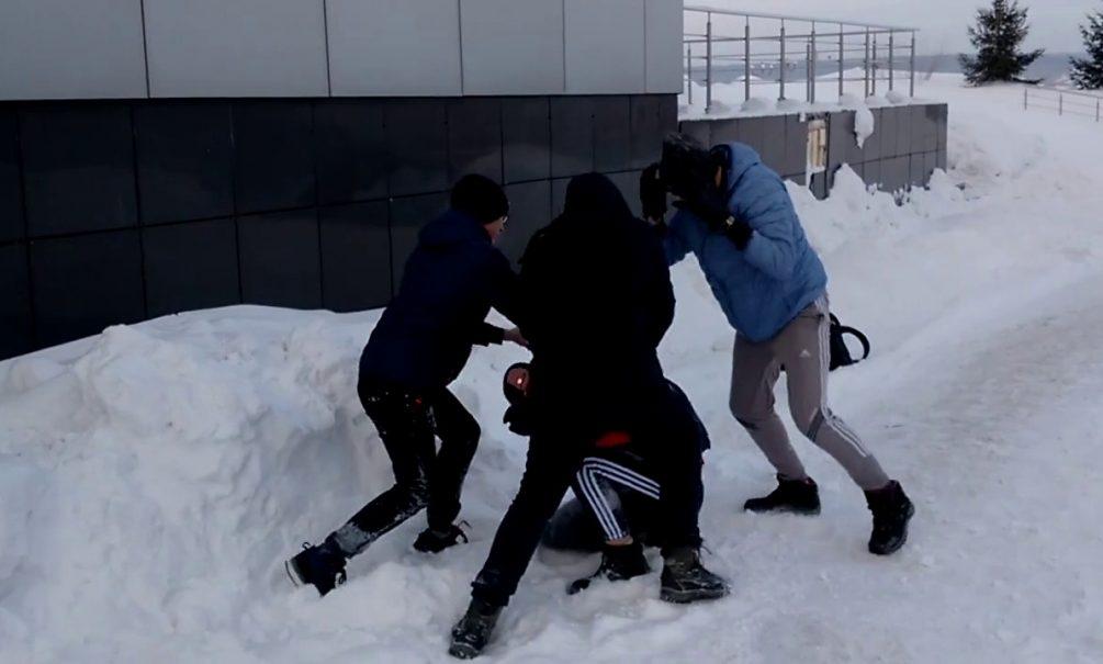Сибирскому школьнику сломали позвоночник в трех местах за отказ снять брекеты