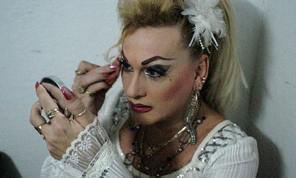 В Москве трансвеститы изнасиловали и обокрали таджика, искавшего девушку