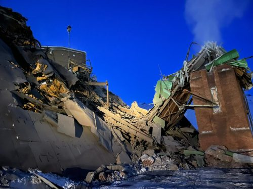 Под завалами люди: в Норильске на фабрике обрушился цех. Есть погибшие