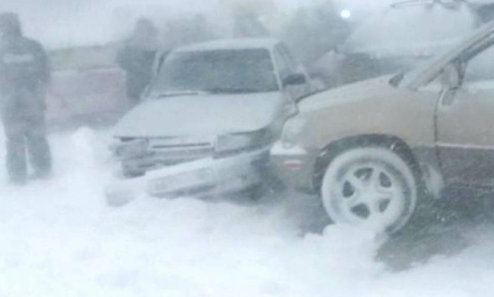 Люди замерзают на трассе и в домах: снежный ад в Челябинской области парализовал жизнь всего региона