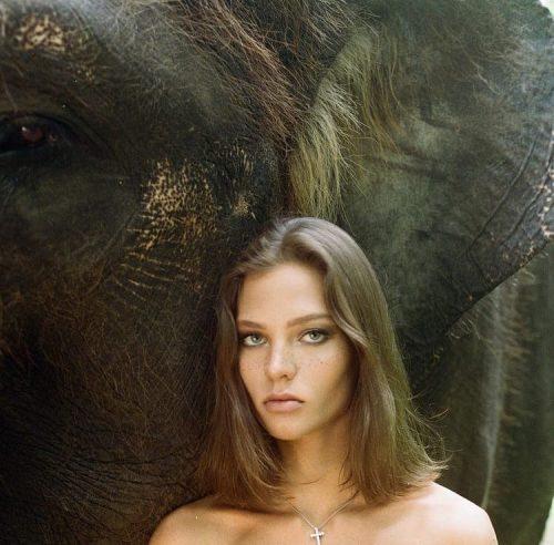Алеся Кафельникова оскорбила балийцев откровенной фотосессией
