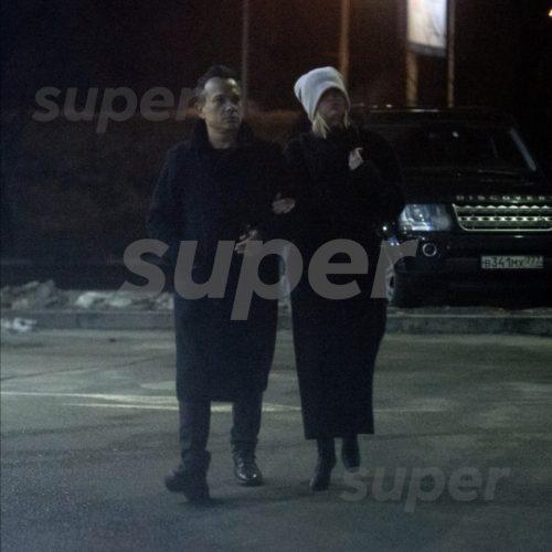 Полину Гагарину застали на свидании с женатым продюсером