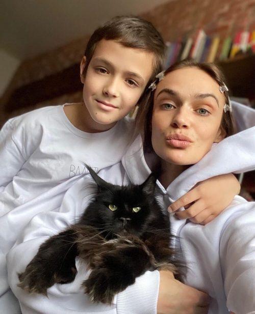 «Много инфантилов, трусов, нытиков и слабаков»: Водонаева рассказала, как растит настоящего мужчину