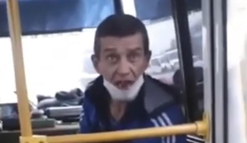 «За быдло отвечать!»: в Воронеже кондуктор автобуса пригрозил пассажирке вывезти ее в лес и закопать